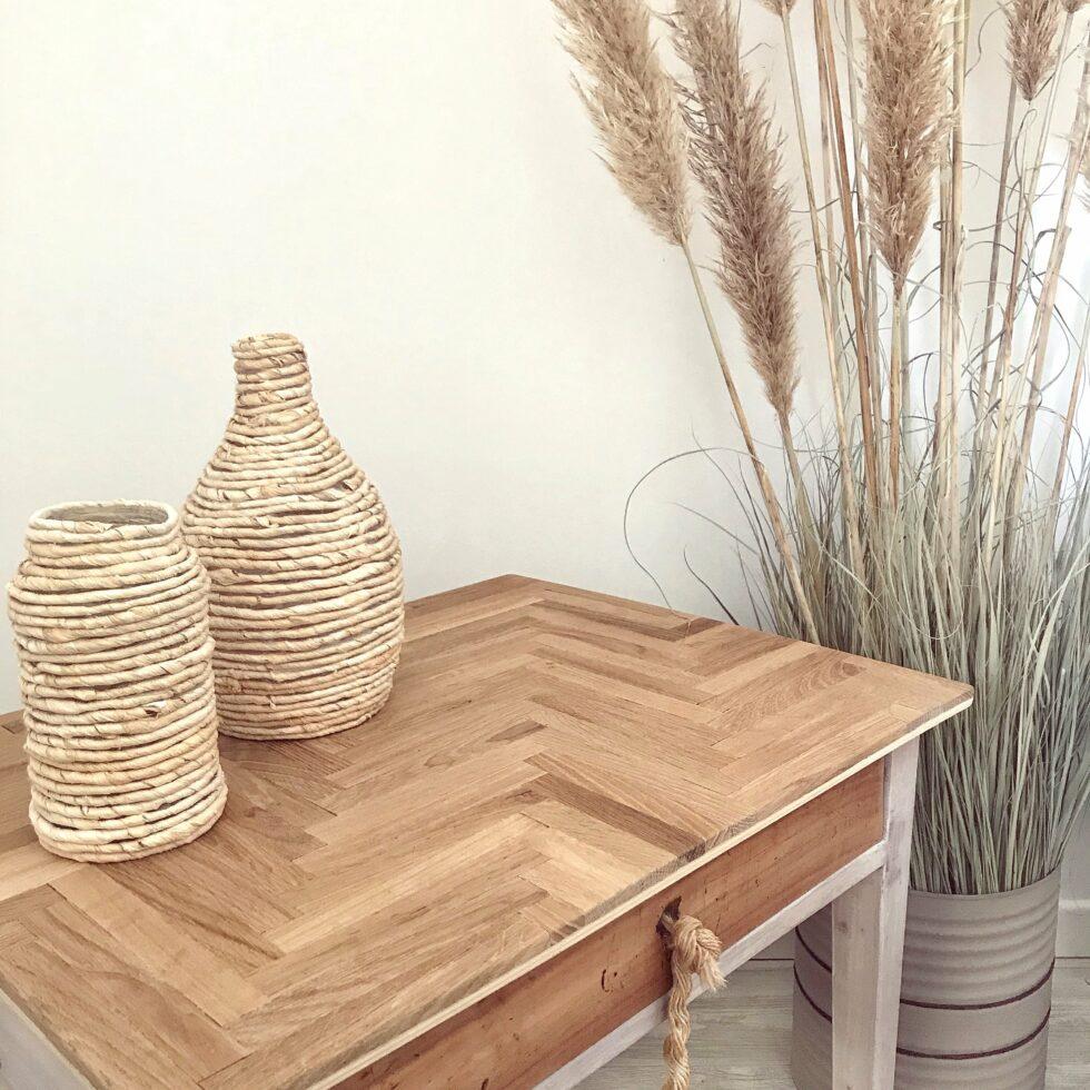 Möbel Upcycling Idee. Ein Kinder Tisch wird mit einem neuen Look zu einem Hingucker im Wohnzimmer. Upcycling das jeder nachmachen kann. Naturmaterial und Vintage. #chalet8 #möbelverschönerung #möbelupcycling #upcycling #alteschätze #holzmosaik