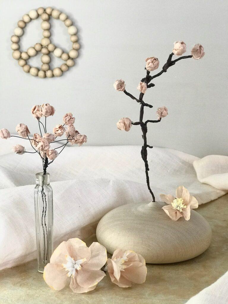 DIY: Papierblume basteln im Frühling. Seidenpapier Blume selber machen. #chalet8 #Papierblume #Papierblüten #Seidenpapierblume #Frühling #Frühlingsdeko #Frühlingsdiy