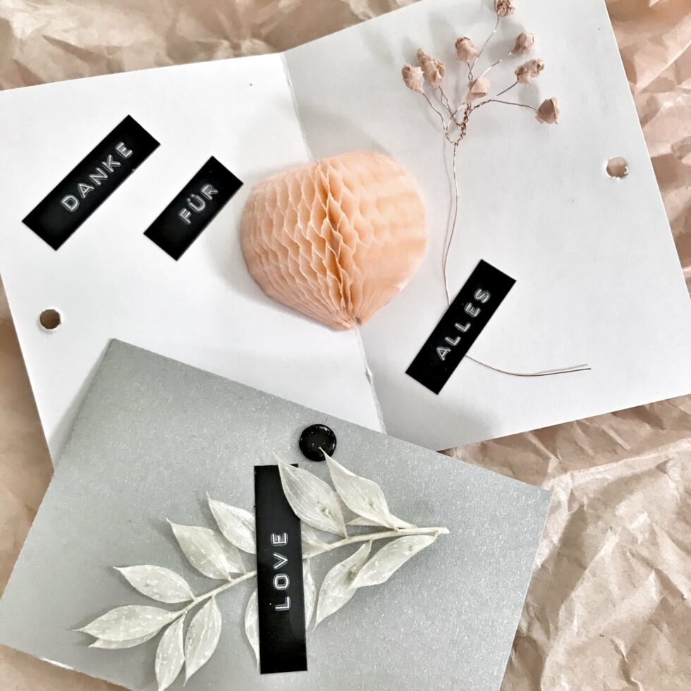 DIY: Kleine Muttertagskarte basteln mit Wabenherz. Karte mit Herz als kleines Muttertagsgeschenk. #Chalet8 #Muttertag #Muttertagskarte #Muttertagsgeschenk