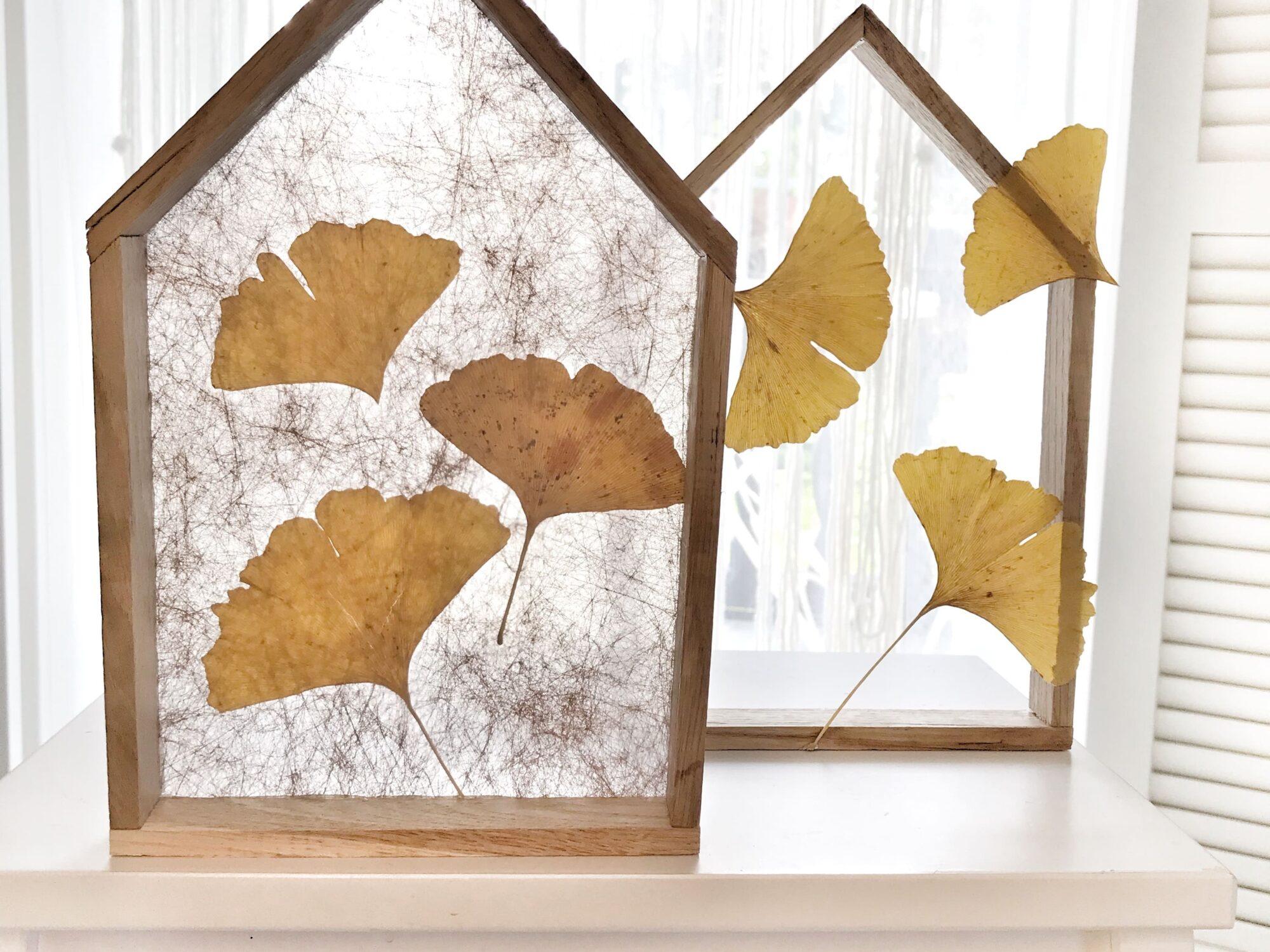 DIY Lichthaus aus Bastel Holz für die Herbstdeko. Deko Haus aus Klötzchen, die auch bekannt sind als: Anzündholz, Anmachholz, Anfeuerholz oder Stäbchenparkett. #chalet8 #lichthaus #klötzchen #bastelholz #anzündholz #dekohaus